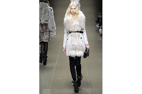 модное пальто с меховой отделкой 2011