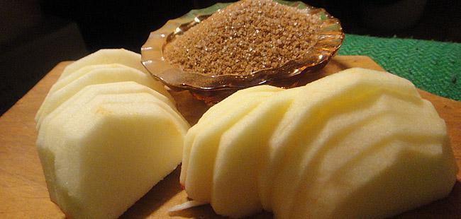 корица и сахар для яблочного пирога